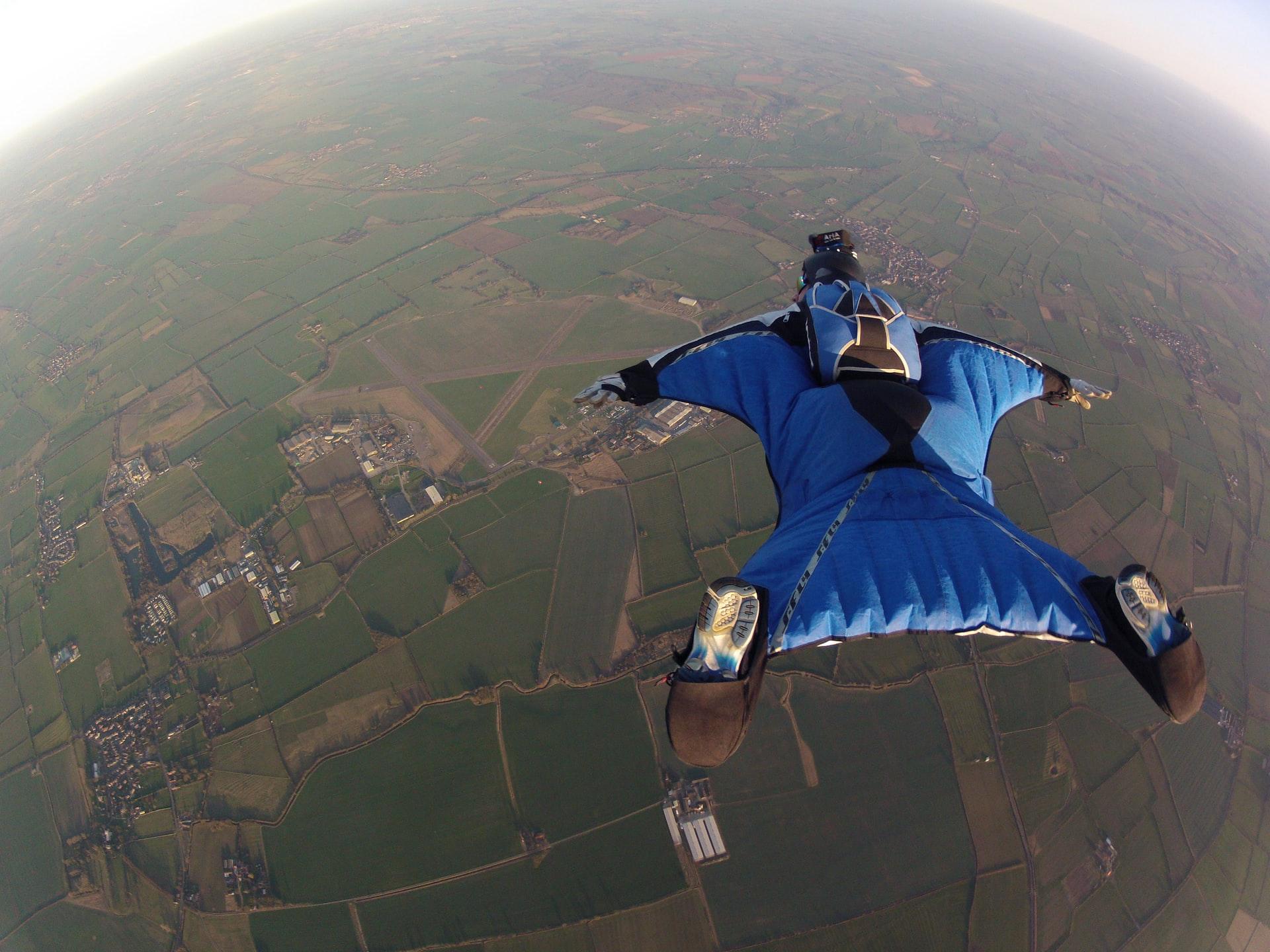 Τα 9 καλύτερα μέρη του κόσμου για να κάνεις skydiving