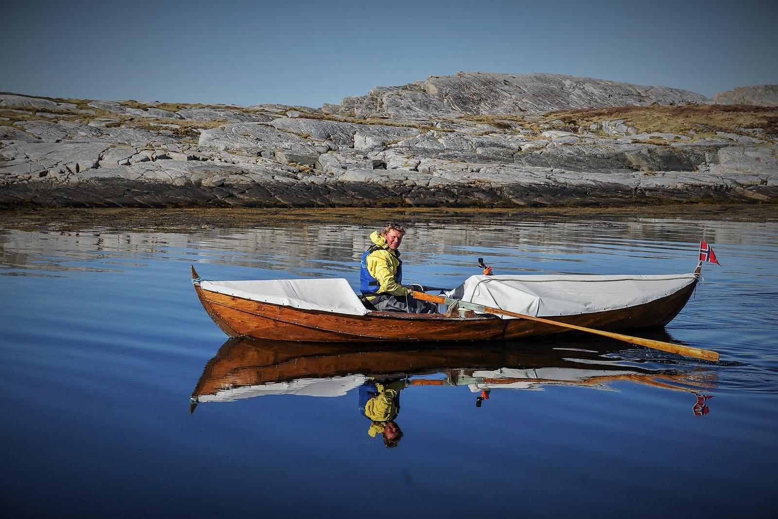 Από τη Νορβηγία στη Ρωσία με μία ξύλινη βάρκα