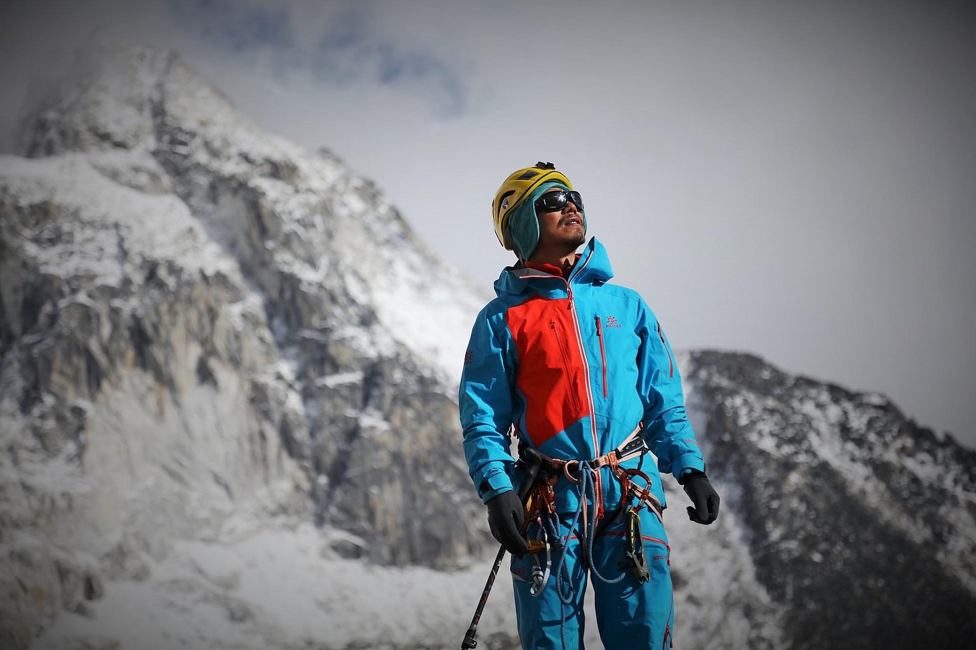 Δύναμη ψυχής: Στην κορυφή του Έβερεστ για πρώτη φορά τυφλός Ασιάτης ορειβάτης